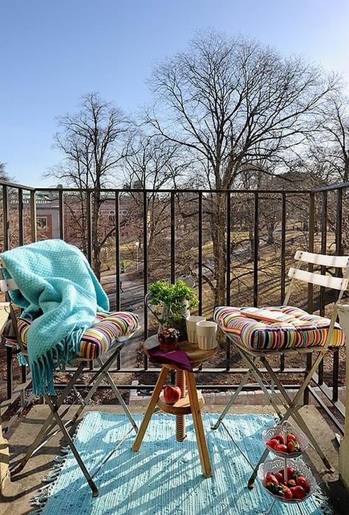 Összecsukható székek vastag párnával erkélyre