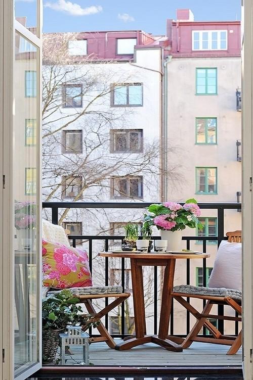 Tömörfa bútorok erkélyre