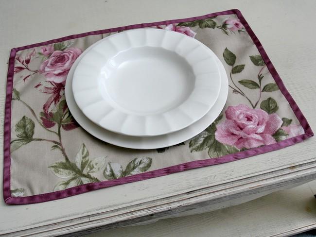 Rózsás textil tányéralátét