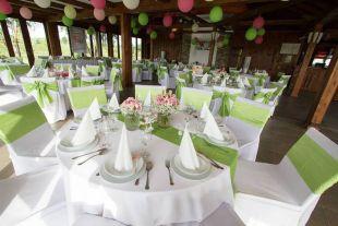 Zöld esküvő dekoráció