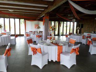 Narancssárga esküvő dekoráció