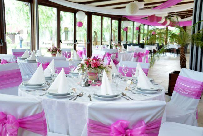 Asztaldekoráció esküvőn