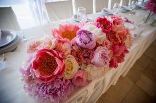 Asztali virágdekoráció esküvőre