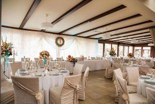 Bézs esküvői dekoráció ötlet