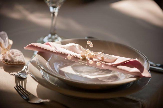 Asztaldekoráció és szalvéta
