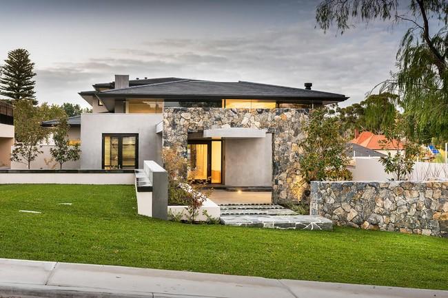 Modern ausztrál lakóház terméskő burkolattal
