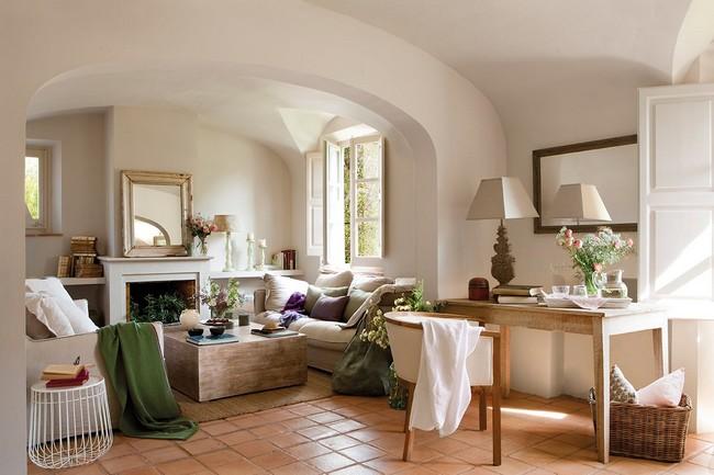 Klasszikus mediterrán nappali világos kanapék