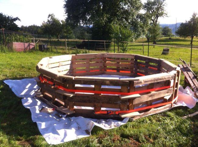 Így építs kerti medencét raklapokból