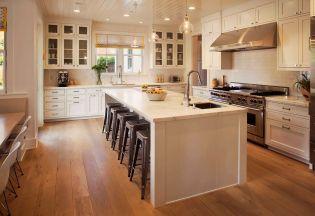 Csajos lakberendezés romantikus konyhával és fehér bútorokkal