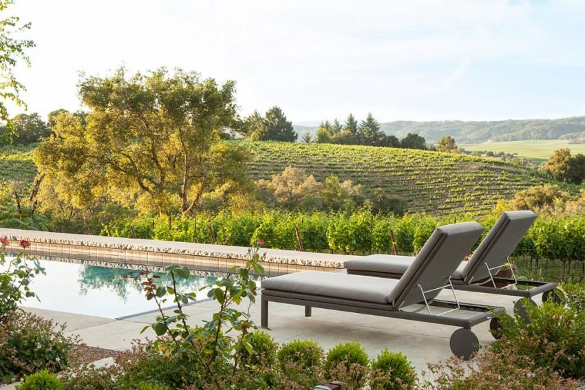 Kaliforniai szőlőbirtok ház, medence, napozóágy