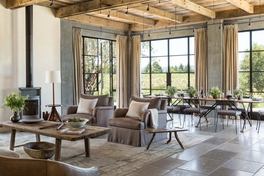 Eklektikus nappali és kovácsoltvas étkezőszékek