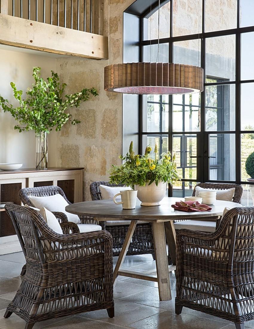 Kávézóasztal fonott székekkel