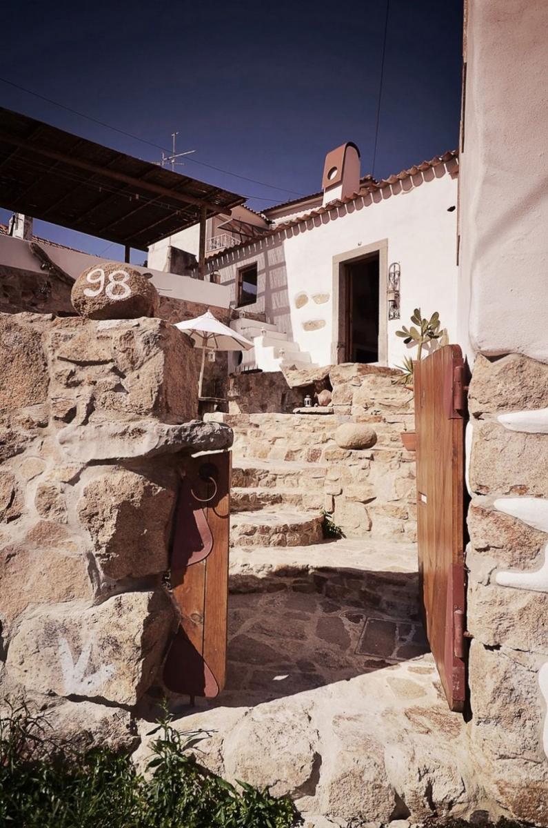 Régi kőház udvara
