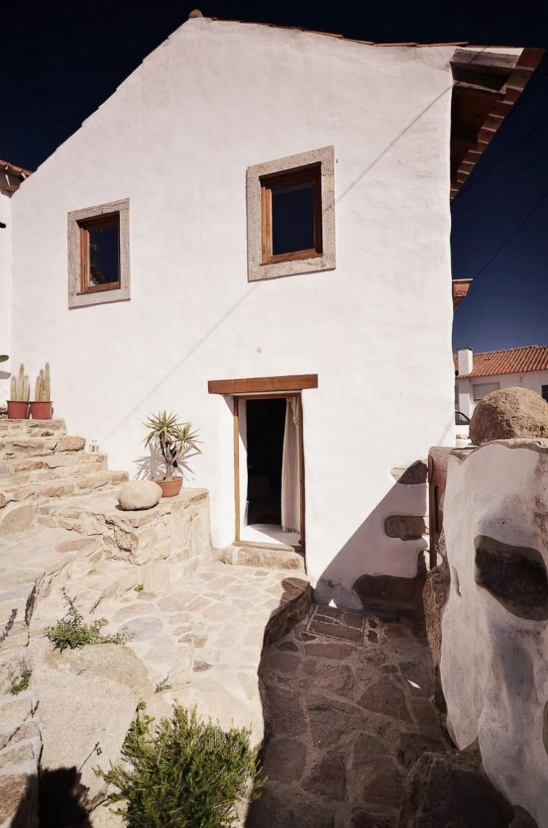 Régi kőház bejárata
