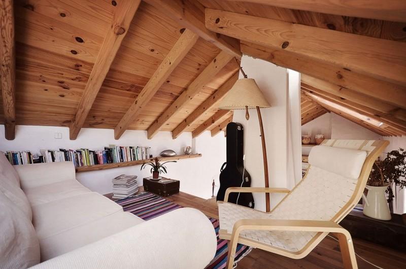 Kanapé és olvasósarok a tetőtérben