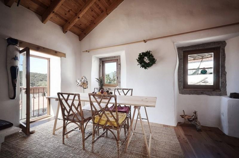Szizál szőnyeg és rattan étkezőbútor