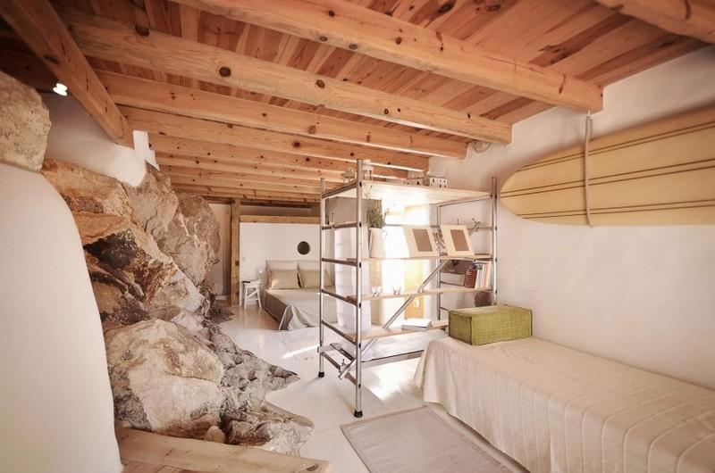 Eredeti kőszikla falak a hálószobában