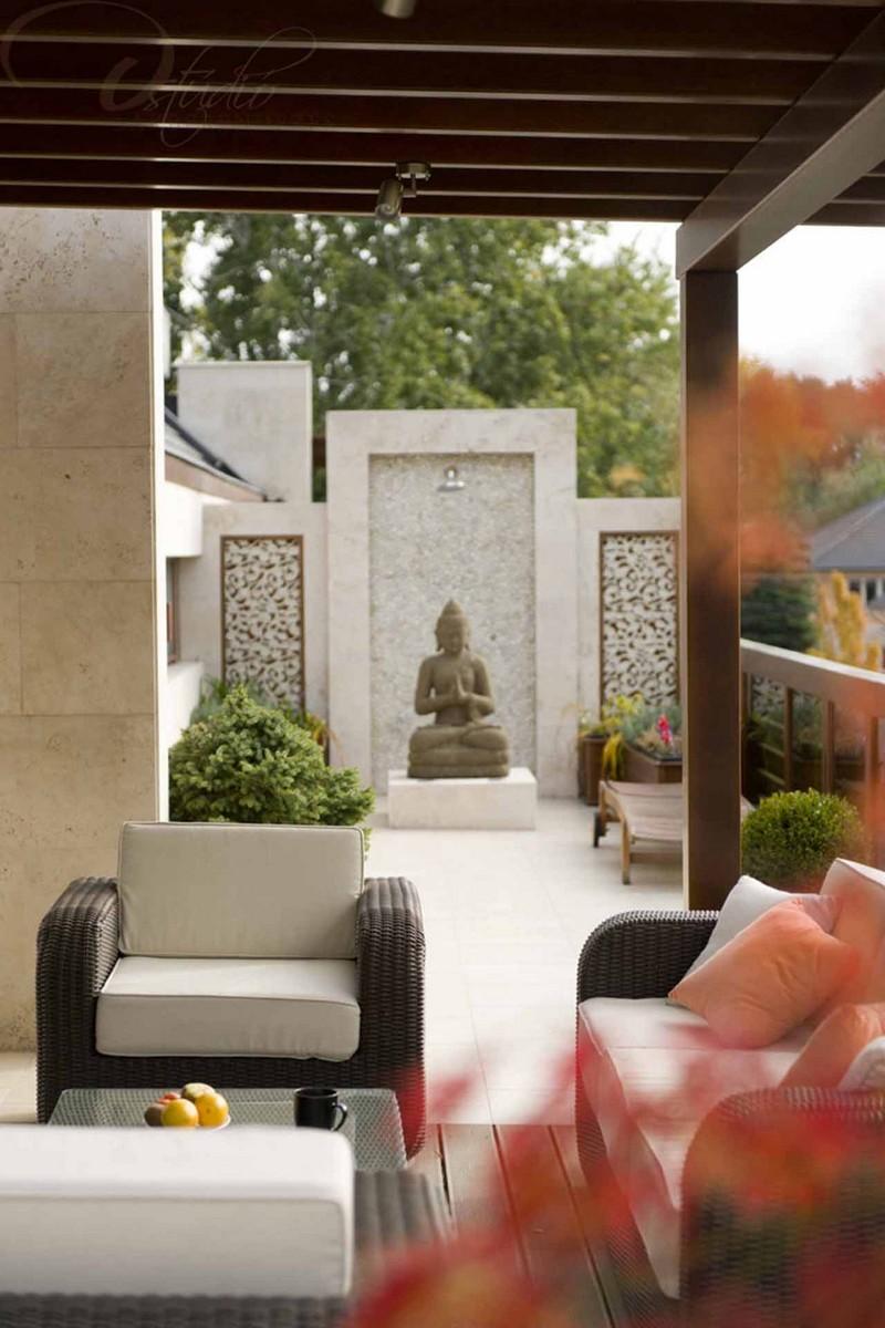 Nagy Rita lakberendező győr d-stúdió - buddha szobor a kertben