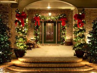 Karácsonyi dekorációs ötletek teraszok, verandák, bejárati ajtók díszítéséhez