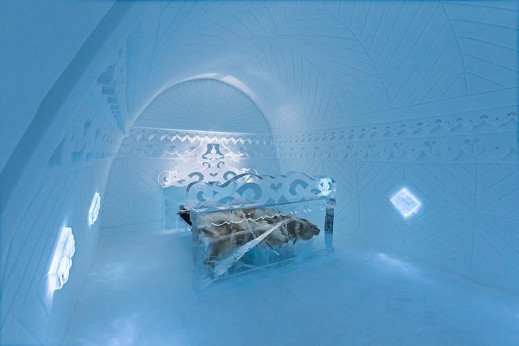 Jégszobrász által készített franciaágy