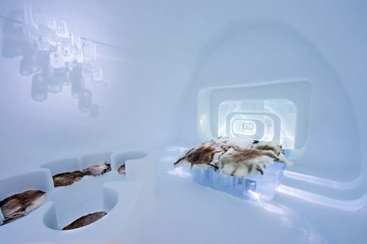 Retró jéghotel szoba szőrmékkel