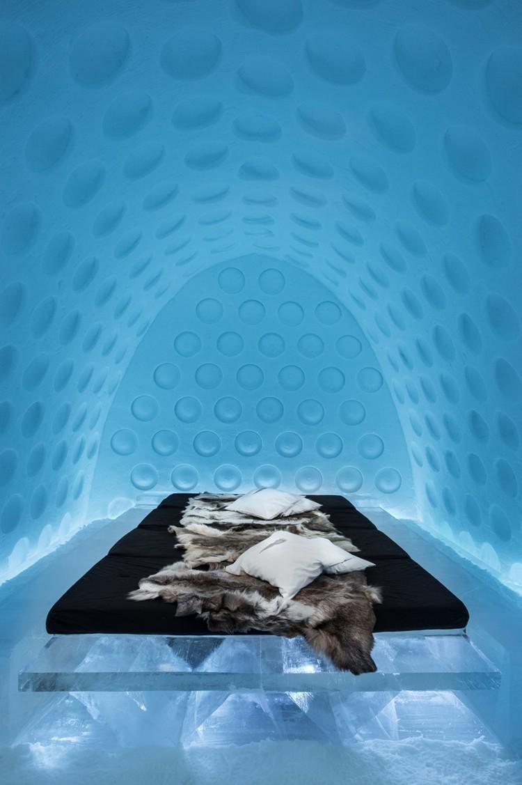 Minimalista jéghotel szőrmékkel