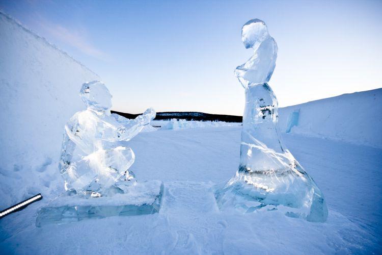 Lánykérés jégszoborból