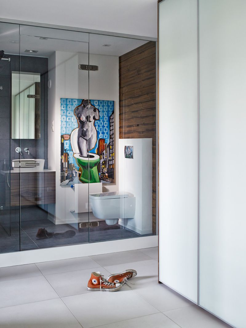 WC üvegfal mögött panellakásban