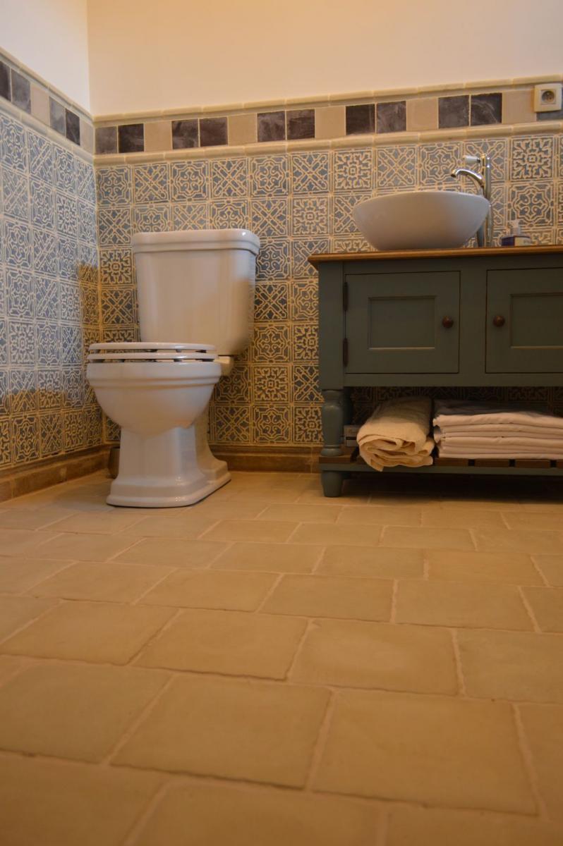 Kékes Otti burkolat fürdőszoba