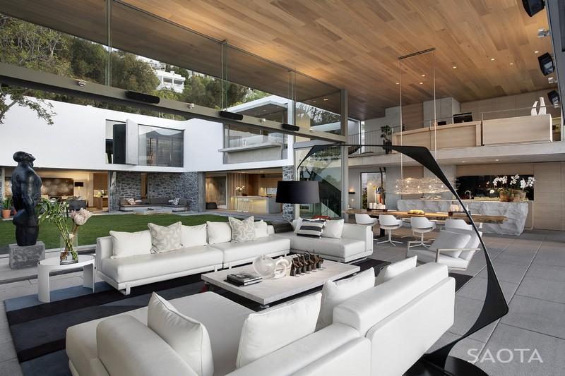 Üvegfalakkal lezárható terasz