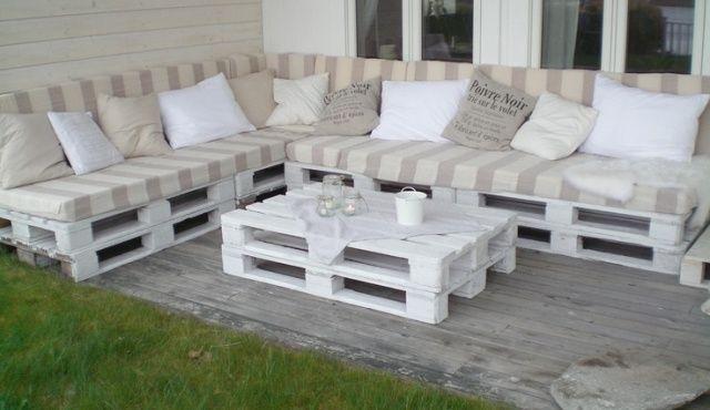 Fehérre festett raklap teraszbútor
