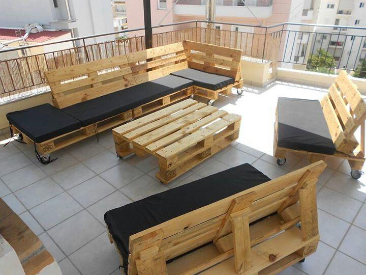 Döntött háttámlás raklap kanapé teraszra