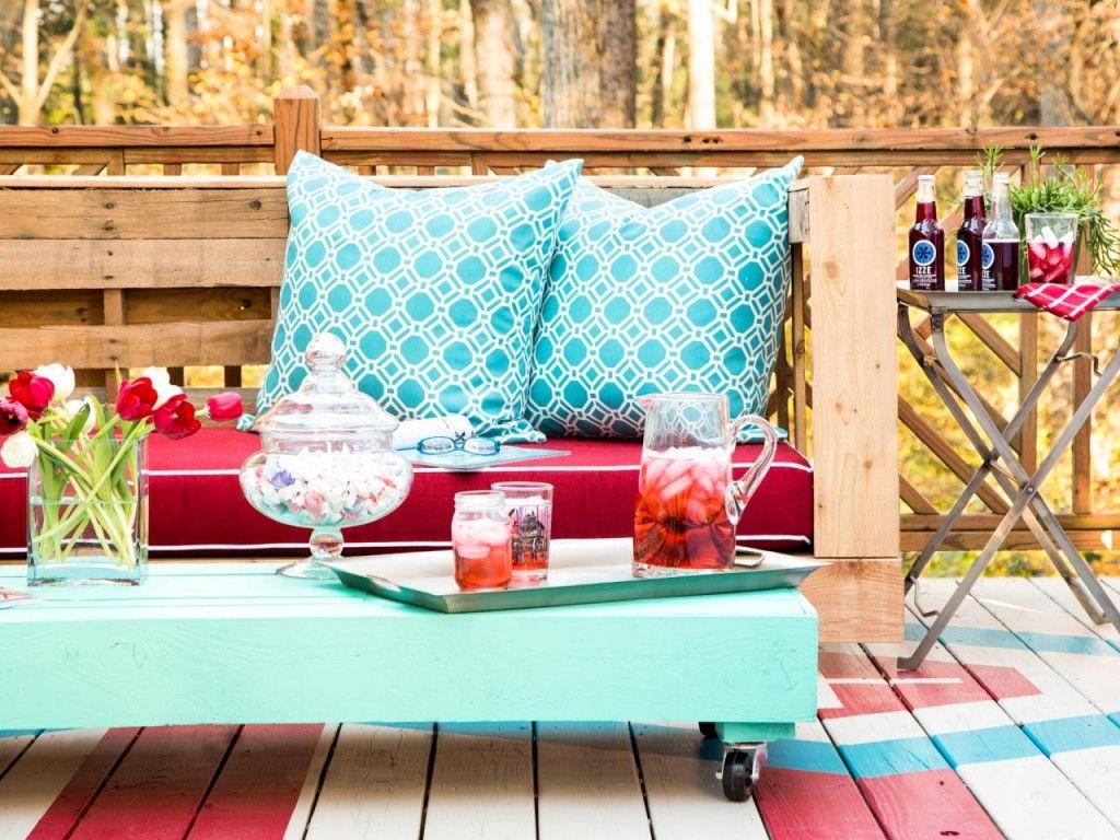 Párna dekoráció kerti raklap bútoron