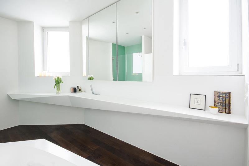 Hófehér fürdőszoba corian mosdópulttal