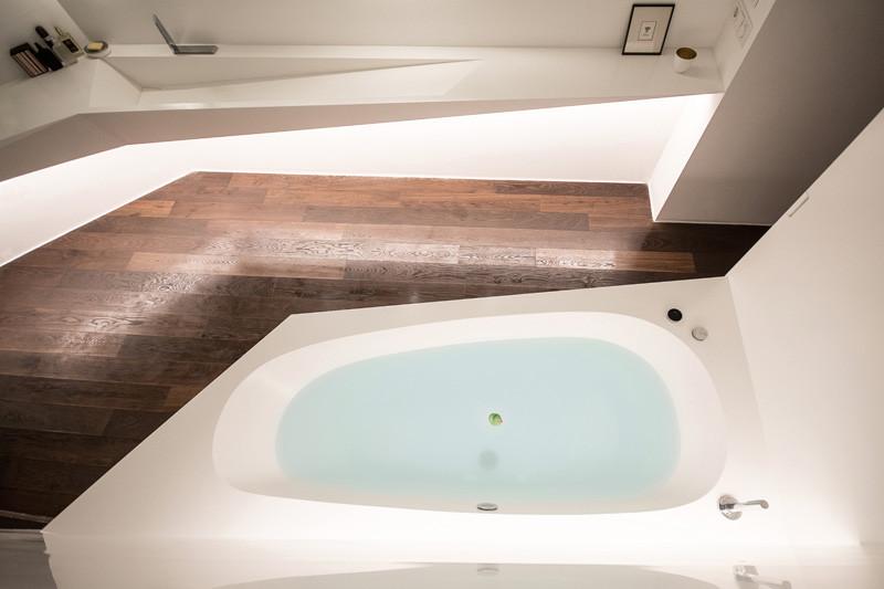Asszimmetrikus fürdőkád corianból