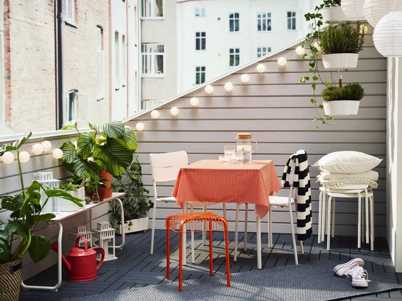 VÄDDÖ könnyed székek és asztalok fehérben