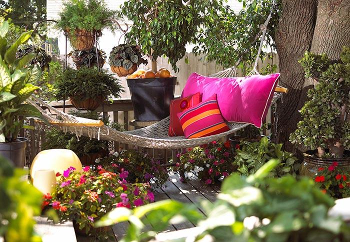 Színes kerti textilek, bútorszövetek, párnák