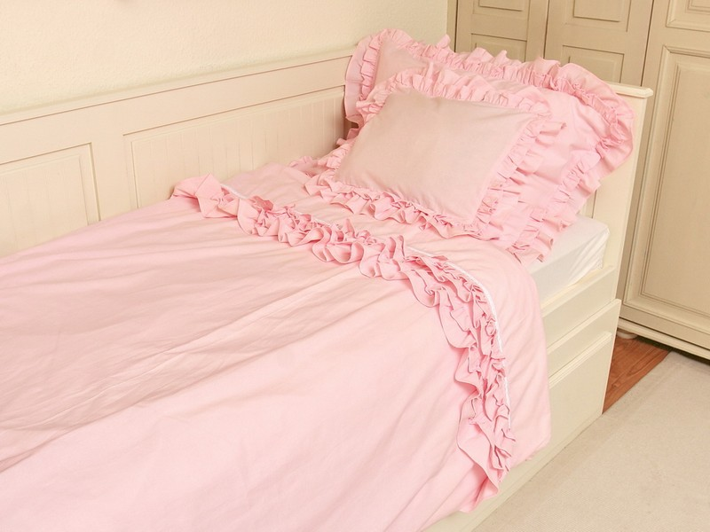 Rózsaszín fodros ágynemű