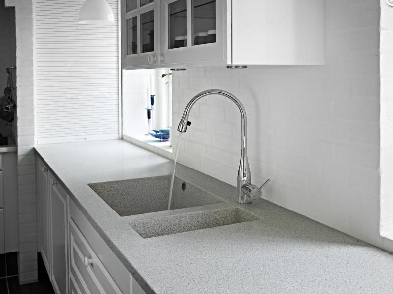 Kuma öntött egyedi konyhai pultok és mosogatók