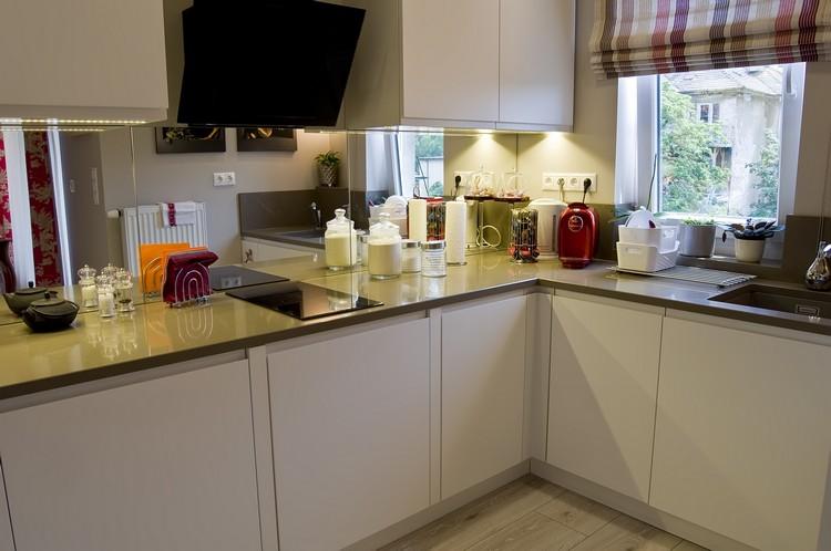 Erdélyi Krisztina lakberendező modern konyha terve tükrökkel