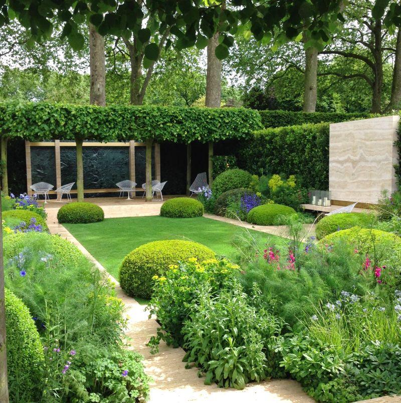 Minimalista modern kert ötlet gömb alakú bokrokkal