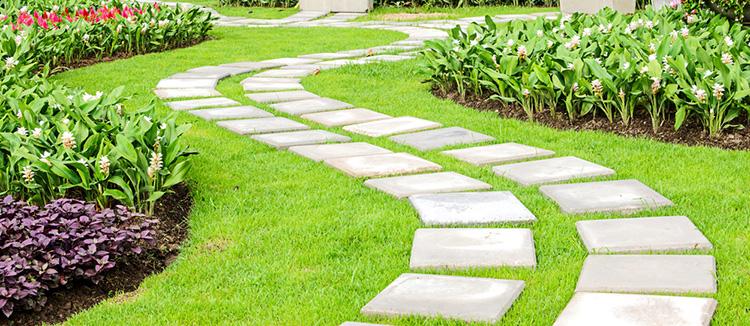 Kanyargós kerti út kerti tipegő burkolattal