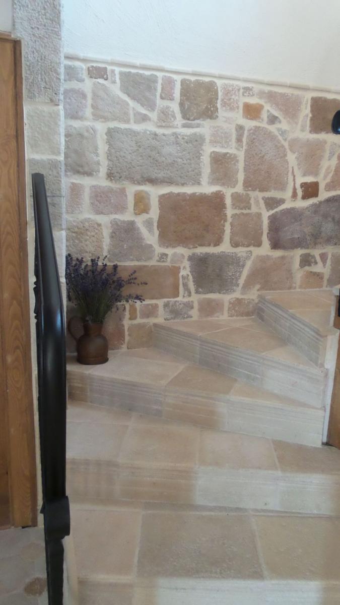 Burkolat falra lépcsőfordulóba Otti burkolat