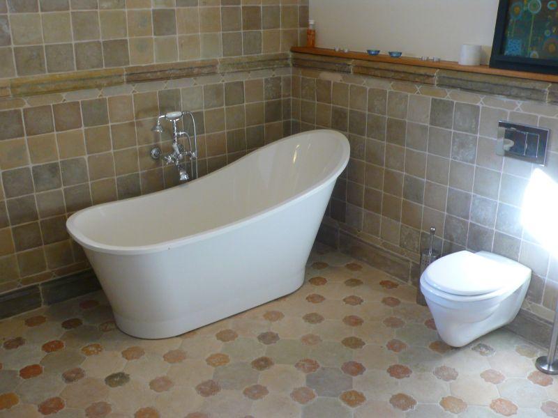 Egyedi kőlapok Otti burkolat fürdőszoba