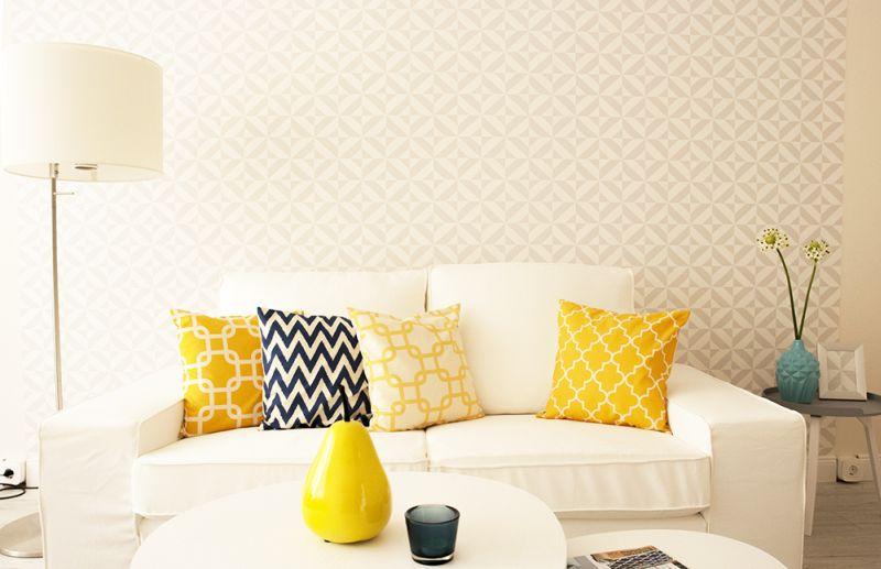 Tapéta dekoráció fehér-sárga nappali