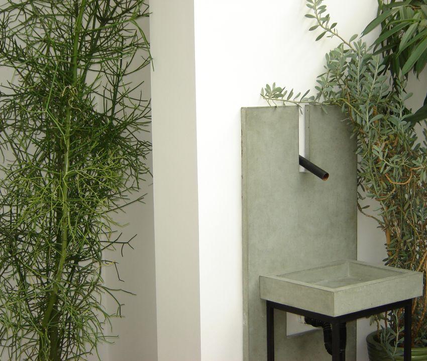 Öntött beton falikút Lókai Teréz lakberendező