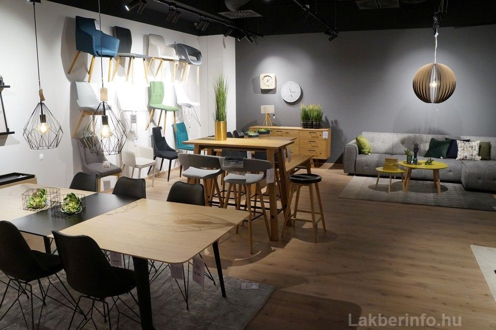 Új lakberendezési üzletet nyitott az IDdesign a Váci Cornerben karfás étkezőszékek