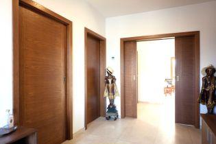 Házfelújítás minőségi egyedi méretre szabott beltéri tolóajtókkal az Ajtóháztól