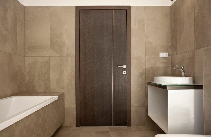 Egyedi design ajtó fürdőszobába Ajtóház