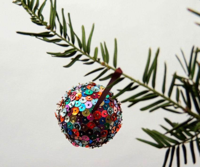 Flitteres karácsonyi gömbdísz
